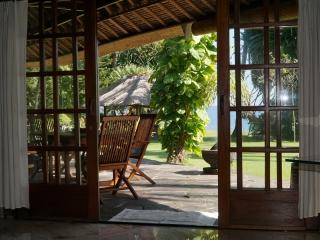 Villa mit Terrasse und Meerblick