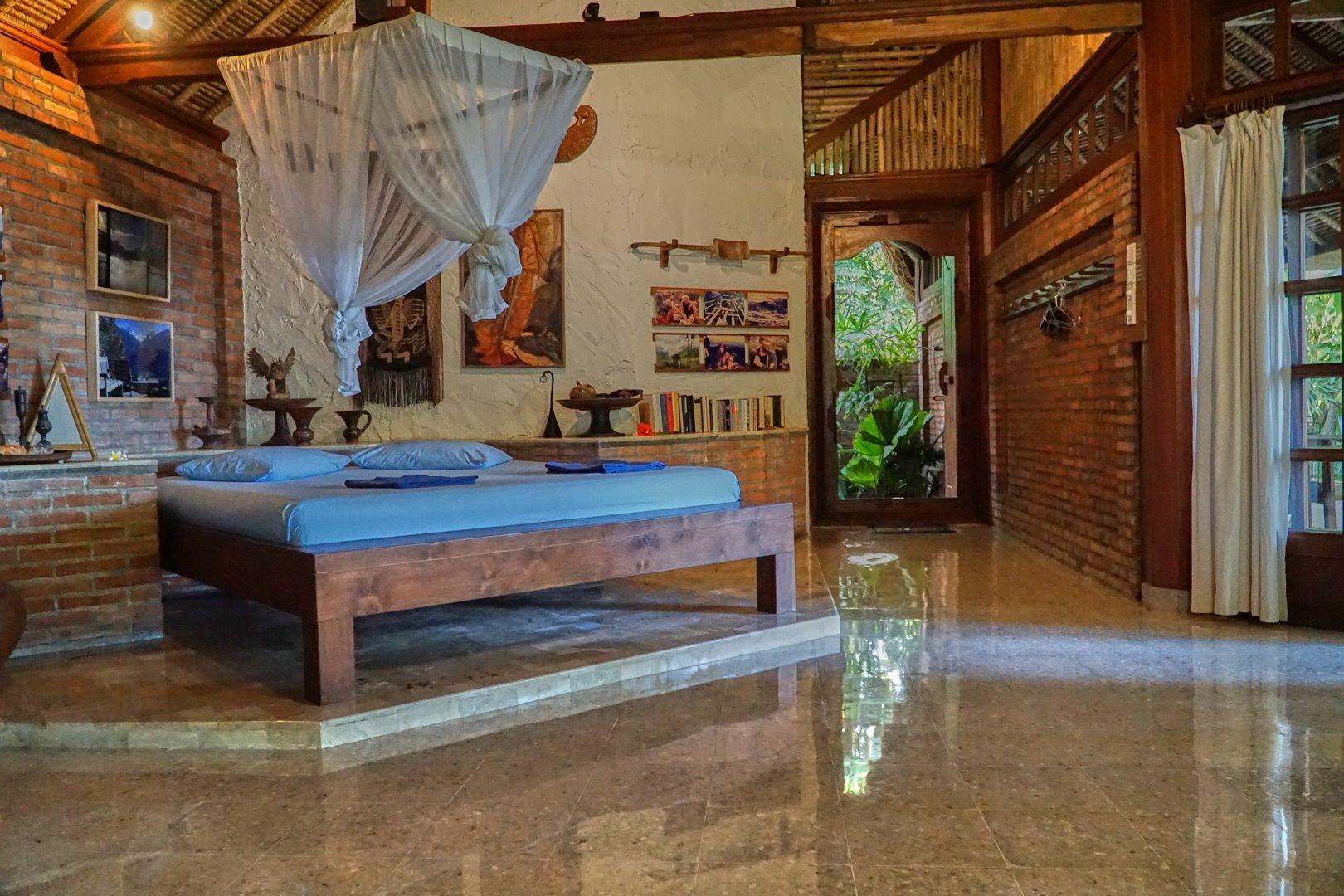 Villa mit balinesischem Interieur