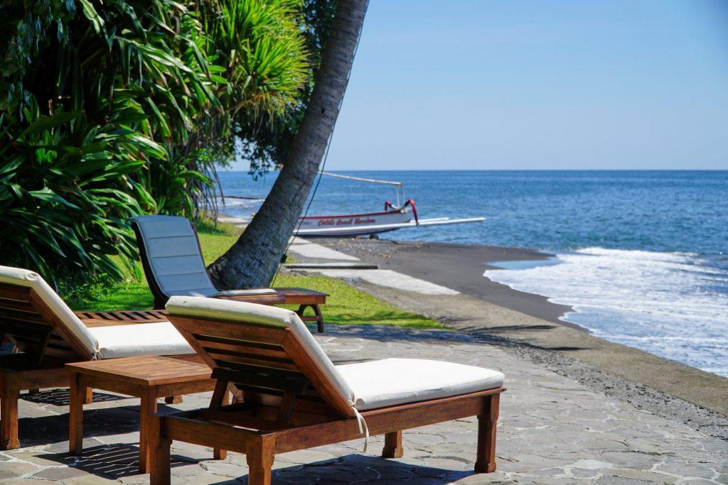 Villa mit Liegeplatz direkt am Strand / Beach