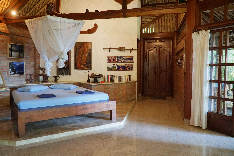 Villa mit eindrucksvollen Holzarbeiten / Antiquitaeten
