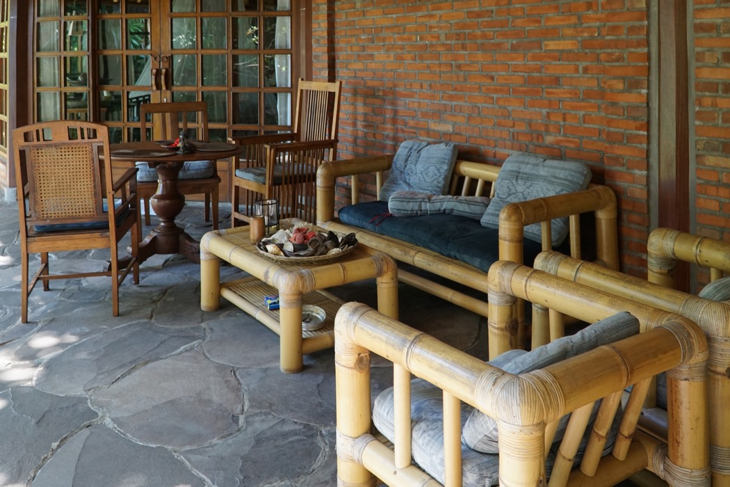 Villa mit Bambusmoebeln