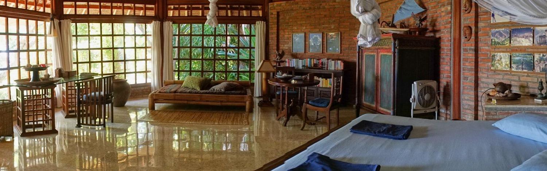 Villa mit stilvollen Moebeln in balinesischem Design