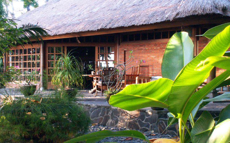 Villa im tropischen Garten